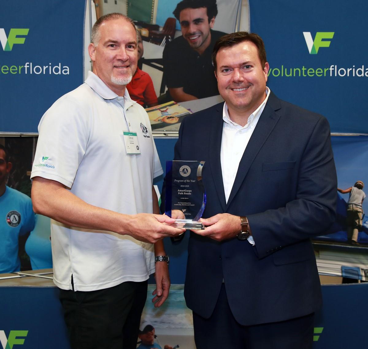 Volunteer Florida giving award to AmeriCorps Polk Reads program direct Steve Chapman