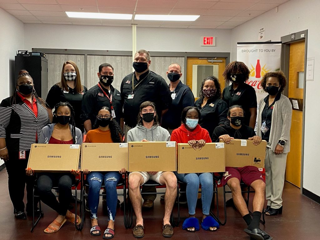Photo of LGHS students who received donated laptops