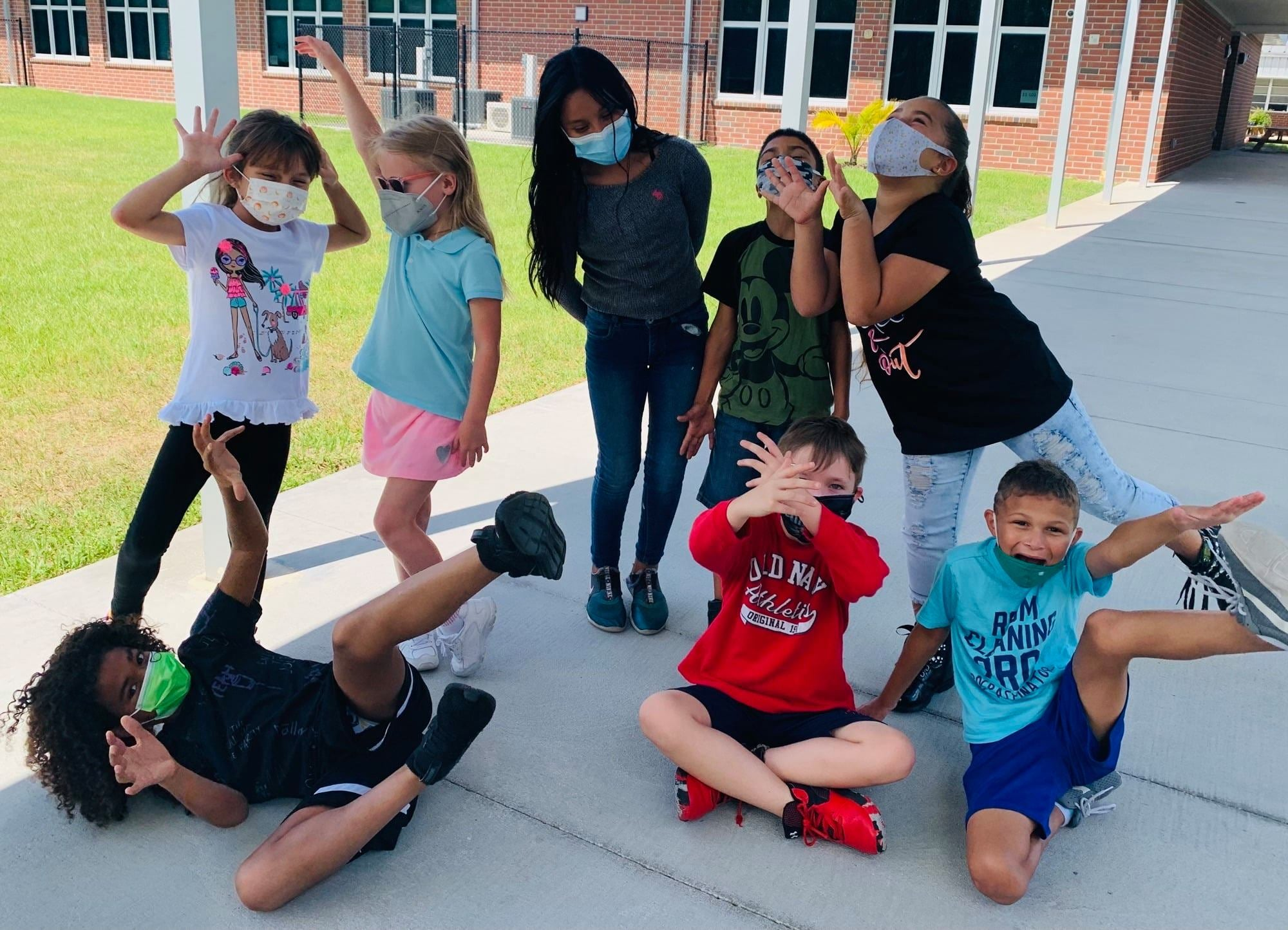 Photo of students at Loughman Oaks Elementary